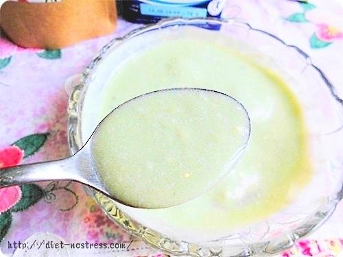 ヨーグルトの酸味とスムージーはサッパリして美味しい