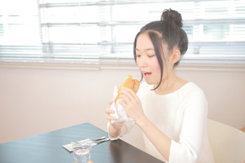 よく噛むとダイエットや美容に効果的!